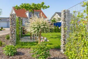 Kostki granitowe nadają się do budowy ogrodzeń