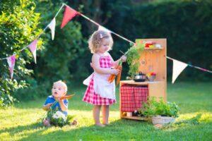 Własnoręczne zabawki - Z kilku desek wyczarować można minikuchenkę