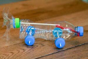Własnoręczne zabawki - Samochód z plastikowej butelki